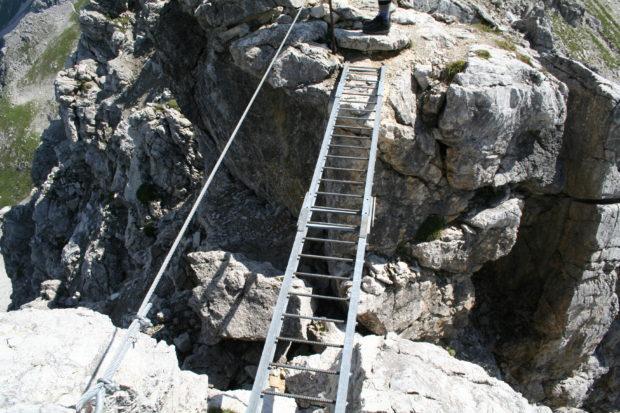 Schlüsselstelle auf dem Mindelheimer Klettersteig - eher für die Psyche ein Problem. (Alle Rechte vorbehalten)